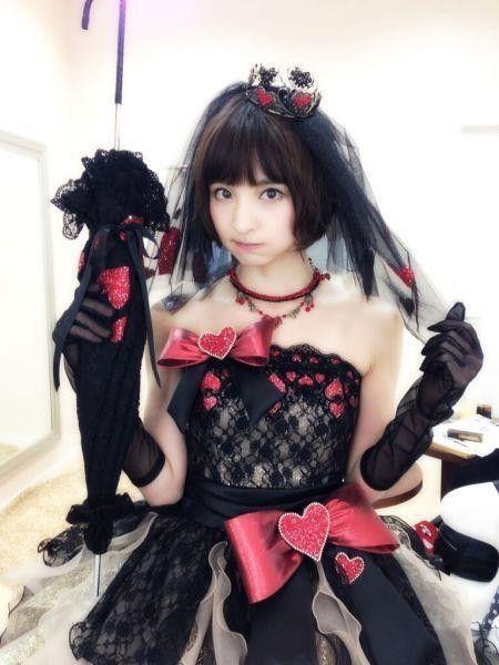时装模特儿的篠田麻里子,看起来有点像柏木由纪